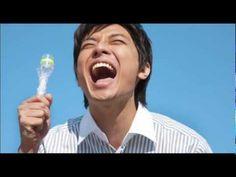 い・ろ・は・す(I LOHAS) CM 「しぼる!さけぶ!世界を変える!」 阿部寛 - YouTube
