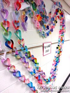 the heART chain Art with Ms. Valentine Crafts For Kids, Valentines Art, School Door Decorations, Collaborative Art Projects, Recycled Art Projects, Paper Chains, Heart Chain, Paper Hearts, Heart Art