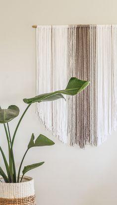Yarn Wall Art, Yarn Wall Hanging, Diy Wall Art, Wall Hangings, Diy Hanging, Boho Tapestry, Tapestry Weaving, Wall Tapestry, Hanging Tapestry