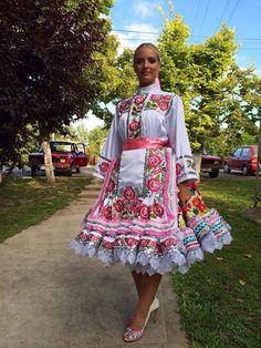 Bratislava, Group Costumes, Dance Costumes, Traditional Fashion, Traditional Dresses, Popular Costumes, Costumes Around The World, Ethnic Outfits, Beautiful Costumes