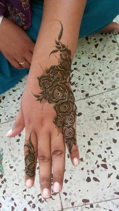 i always seems to have liked henna rose designs. Mehndi Designs 2014, Mehndi Design Photos, Henna Designs Easy, Beautiful Henna Designs, Arabic Mehndi Designs, Bridal Mehndi Designs, Bridal Henna, Mehndi Images, Wedding Mehndi