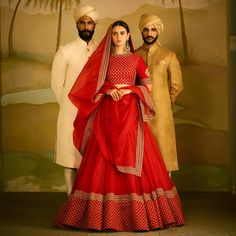 On Her: Red organza lehenga and raw silk blouse with tilla and marori detail. On the Men: Textured and hand-embroidered sherwanis in shades of ivory, beige and gold. Jewellery Courtesy: Sabyasachi Heritage Jewelry For all jewellery related queries, kindly contact sabyasachijewelry@sabyasachi.com Photo Courtesy: Tarun Vishwa #TarunVishwa Location Courtesy: Taj Falaknuma Palace, Hyderabad @tajfalaknuma #Sabyasachi #SpringSummer2018 #SS18 #DestinationWeddings #SabyasachiJewelry #SabyasachiA...