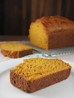 🎃 🎃 EASY PUMPKIN BREAD 🎃 🎃 Easy Pumpkin Bread comes together in one bowl and no mixer required. Just a simple and delicious quick bread with all of your favorite fall flavors! RECIPE HERE~~~>&gt… Quick Bread Recipes, Easy Bread, Banana Bread Recipes, Pumpkin Recipes, Yummy Recipes, Pudding Recipes, Baking Recipes, Yummy Food, Pumpkin Nut Bread