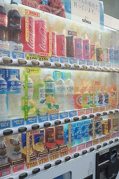 Japanese vending machine- red box means warm drink & blue means cold. Japanese Snacks, Japanese Candy, Cute Japanese, Japanese Food, Aesthetic Japan, Japanese Aesthetic, All About Japan, Eat To Live, Nihon