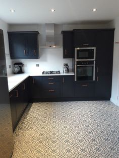 Plan Kitchen Decor In White: Magnet Newbury Midnight Kitchen Small Condo Kitchen, Kitchen Dining Living, Kitchen On A Budget, Apartment Kitchen, New Kitchen, Kitchen Decor, Kitchen Ideas, Kitchen Stuff, Kitchen Furniture