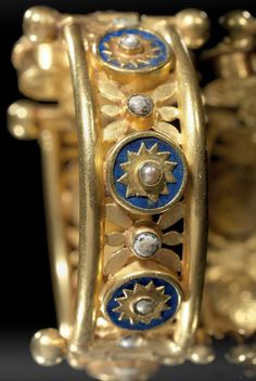 A gold bracelet with lapis lazuli, pearl and glass. Eastern Mediterranean, 5th-7th century A.D.