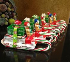 Easy Christmas Treats and Snacks for School Parties You'll Love – Diy christmas gifts - Agli - Easy homemade christmas gifts - Christmas Candy Crafts, Easy Homemade Christmas Gifts, Christmas Treats For Gifts, School Christmas Party, Simple Christmas, Holiday Treats, Christmas Tree, Christmas Ornaments, Diy Ornaments