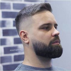 When many guys grow a beard, they think they have finally found the key to doing absolutely nothing when it comes to bathroom maintenance. Letting the beard grow is not a get-out-of-jail-free card for neglecting any type Short Beard, Short Hair Cuts, Short Hair Styles, Beard Suit, Sexy Beard, Beard Haircut, Fade Haircut, Mens Hairstyles With Beard, Haircuts For Men
