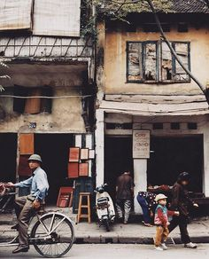 On the streets of Hanoi ✨. A @martyn_thompson test print that will be available at our Holiday Pop Up with @dovedrury | One of many great travel shots that will be available, Dec 4-6, 1 -7pm: 88 prince st. #martynthompsonstudio