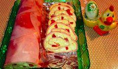 Nepečený slaná dobrota plná chutných surovin - vajíčka, sýr, kapie, máslo, ...