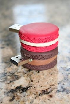 Usb flash drive designs in action usb, usb gadgets ve flash Usb Gadgets, Electronics Gadgets, Pen Drive Usb, Usb Flash Drive, Logitech, Must Have Gadgets, Cute School Supplies, Biscuit, Portable Charger