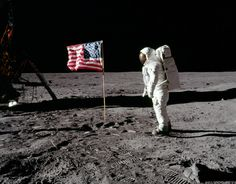 July 22, 2016, 4:00 pm Stanley Kubrick's Daughter Vivian Debunks the Age-Old Moon Landing Conspiracy Theory http://feedproxy.google.com/~r/OpenCulture/~3/u8yrW-E0h0Y/stanley-kubricks-daughter-vivian-debunks-the-age-old-moon-landing-conspiracy-theory.html  Creativity inspires. Take inspiration from this and create something awesome today.  Visit our blog @ http://www.newhuecomicsmangaandanime.com/