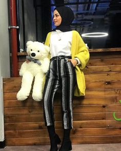 Image may contain: 1 person Hijab Fashion, Girl Fashion, Womens Fashion, Mode Hijab, Hijab Outfit, Canada Goose Jackets, Muslim, Winter Jackets, Hijab Styles