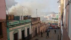 Un policía Local rescata a una mujer de un incendio en su vivienda de Guanarteme, Las Palmas de Gr...