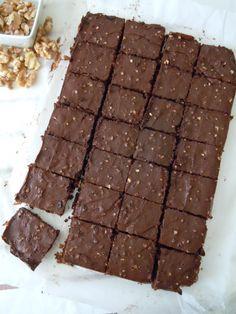 Brownie de chocolate con almendras y nueces