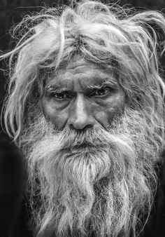 There is a story that is written in his face, and age, what is it? Black And White Portraits, Black And White Pictures, Foto Portrait, Portrait Photography, Grey Beards, Old Faces, Photographs Of People, Face Characters, Foto Art