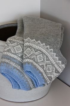 """Dronning Maud: """"Marius"""" i ny drakt og eplemuffins! How To Start Knitting, Warm Outfits, Nordic Style, Brown And Grey, Handicraft, Hand Knitting, Knit Crochet, Wool, Pattern"""