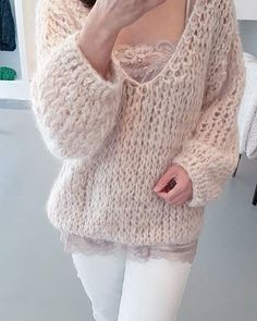 Knitting Patterns Sweter Deep-v sweater Sweater Knitting Patterns, Knitting Designs, Baby Knitting, Crochet Patterns, Mohair Sweater, Knit Fashion, Cozy Sweaters, Knitwear, Knit Crochet