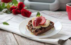 Reteta Vafe cu rom si capsuni by Lauras Sweets la Waffle Maker DuraCeramic Waffles, Sandwiches, Tacos, Sweets, Breakfast, Ethnic Recipes, Pizza, Banana, Rome
