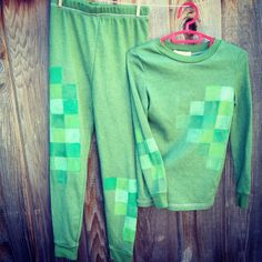 DIY Minecraft Creeper costume, just add cardboard mask. -- Could come in handy around Halloween. Minecraft Halloween Ideas, Minecraft Costumes, Minecraft Stuff, Family Halloween Costumes, Diy Costumes, Cosplay Costumes, Costume Ideas, Homemade Halloween, Spooky Halloween