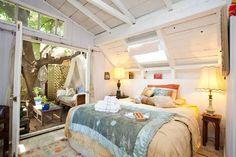 Schau Dir dieses großartige Inserat bei Airbnb an: Artsy and Rustic 1927 tree house in Los Angeles