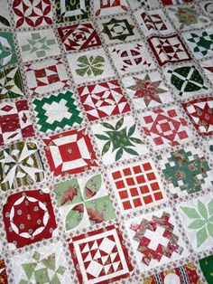 Quilts and Siggies: Dear Jane Like this one in Christmas colors