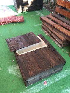 Mesa de Madera reciclada de tarima y una hielera vieja                                                                                                                                                      Más