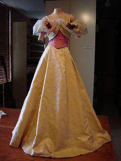 Miniature Reproduction Dresses (based on the originals in the Smithsonian) displayed at the National First Ladies Library, Canton, OH (Frances Cleveland dress shown here) - Picasa Web Albums
