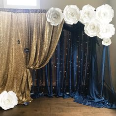 We used our rose bud template for centers! Love the gold and dark blue with white flowers 🌸