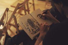 Che cosa accomuna il virtouso Riccardo Mannelli, noto per i ritratti su Repubblica, ma anche per la lunga carriera di pittore e  disegnatore, il giovane illustratore Shout, che ha al suo attivo una quantità di premi e pubblicazioni internazionale da Guiness e il disegnatore fortemente politicizzato  brasiliano Carlos Latuff? (Foto Sandra Lazzarini)