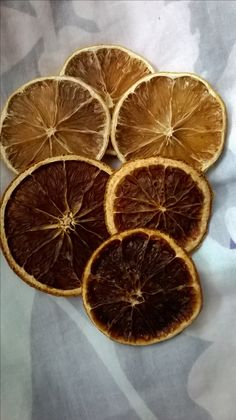Cytryna - suszona na kaloryferze.. Oraz pieczona w piekarniku