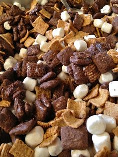 College Girl, College Food: S'mores Puppy Chow Holy Smokes. Yummy Snacks, Yummy Treats, Delicious Desserts, Snack Recipes, Dessert Recipes, Yummy Food, Fun Food, Kid Snacks, Sweet Treats
