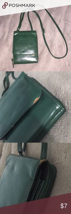 cute crossbody purse A green used and slightly damaged crossbody wallet/bag Bags Crossbody Bags