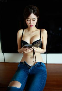 Young women crotch pictures
