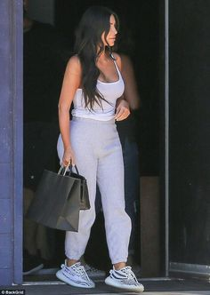 Kim Kardashian Wore the Same Outfit 3 Days in a Row – and the Internet Is Obsessed Kourtney Kardashian, Kim Kardashian Yeezy, Estilo Kardashian, Kardashian Style, Kardashian Kollection, Chill Outfits, Dope Outfits, Casual Outfits, Fashion Outfits