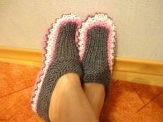Вяжем домашние тапочки Knitting Videos, Crochet Videos, Crochet Baby Shoes, Knit Crochet, Knooking, Knitted Slippers, Baby Boots, Ciabatta, Baby Knitting