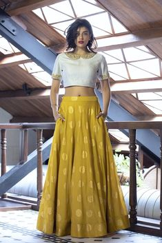 Buy White And Golden Color Crop Top Skirt by Akanksha Singh at Fresh Look Fashion Lehnga Dress, Lehenga Blouse, Silk Lehenga, Anarkali, Lengha Saree, Silk Sarees, Lehenga Designs, Saree Blouse Designs, Golden Blouse Designs
