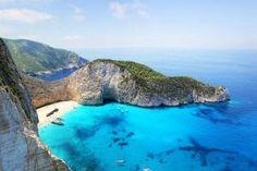 The Best Beach in Greece - Navagio Beach on the Island of Zakynthos Corfu, Zakynthos Greece, Skiathos, Tropical Places To Visit, Best Tropical Vacations, Mykonos, Santorini Tours, Seen In Tirol, Bon Plan Voyage