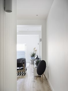 Alexandra Donohoe and her design team at Decus Interiors reveal their latest project to be shot for Est, a beautiful apartment in Sydney's Tamarama Beach.