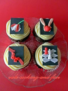 Twilight Cupcakes.... so beautiful I probably wouldn't even eat them if I had some!