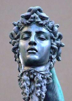 renaissance sculpture Perseus With the Head of Medusa detail :** Head of Medusa ** By Italian Renaissance sculptor Benvenuto Cellini Roman Sculpture, Art Sculpture, Bronze Sculpture, Clay Sculptures, Perseus And Medusa, Sculpture Romaine, Renaissance Kunst, Italian Renaissance Art, Statue Tattoo