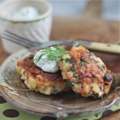 Salmon-and-Spinach Cakes with Jalapeno-Dill Sauce -- great for dinner, at a brunch, or as an appetizer!