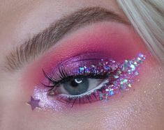 Glitter Makeup Looks For Christmas With the festive season just around the corner…the Christmas coun Glitter Makeup Looks, Makeup Eye Looks, Eye Makeup Art, Eyeshadow Makeup, Sparkle Eye Makeup, Crazy Eyeshadow, Glitter Makeup Tutorial, Party Makeup Looks, Glitter Eyeshadow