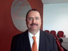 <p>Chihuahua, Chih.- El delegado de la Secretaría de Economía en Chihuahua, David Dajlala Ricarte, aseguró que con un dólar ya