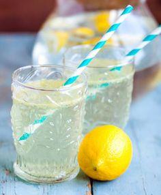 Recept på hälsodryck med ingefära och citron. Huskur som stärker kroppen och ditt immunförsvar. Koka ihop och unna dig en lemonad med ingefära!