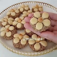 10 Minuets : I do not find the name tariff name you put the recipe I& writing bu. My video . Galletas Cookies, Cupcake Cookies, Cupcakes, Turkish Delight, Turkish Recipes, Cookie Recipes, Buffet, Food And Drink, Sweets