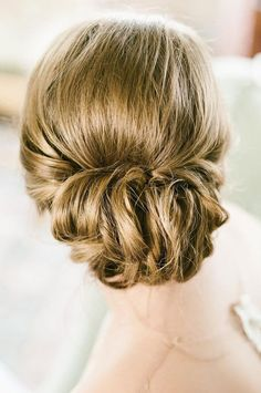 Roll up wedding hairstyles,bridal hairstyles Romantic Bridal Updos Wedding Hairstyles #rollupdo #chignon #weddinghairstyles #bridehair