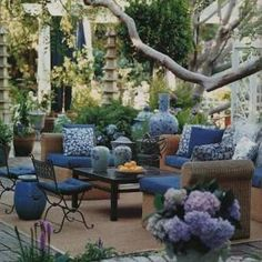 Mary McDonald post here Back in May, I did a post on L. based designer Mary McDonald and fell in love with this gorgeous outdoor space. Outdoor Rooms, Outdoor Gardens, Outdoor Living, Outdoor Furniture Sets, Outdoor Decor, Outdoor Seating, Wicker Furniture, Outdoor Bars, Outdoor Lounge
