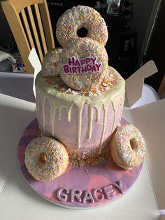 girls birthday cakes 9 year old 10th Birthday Cakes For Girls, 9 Year Old Girl Birthday, Teenage Girl Birthday, 9th Birthday Cake, Bithday Cake, Birthday Presents, Birthday Ideas, Donuts, Doughnut Cake