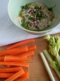 52 paastoon sopiva herkullinen välipala selleristä, porkkanasta ja hummuksesta
